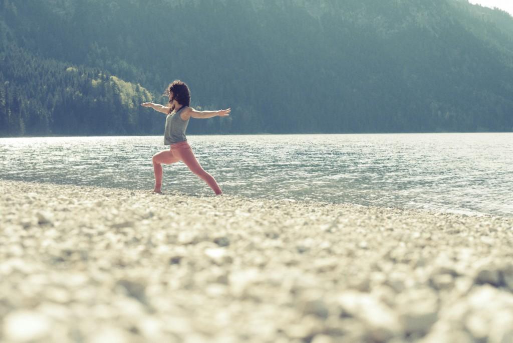 Anfänger Yogakurs - Anna Kathalina Langer -Virabadhrasana 2 Warrior 2 Pose - Conny Marshaus Photography.jpg