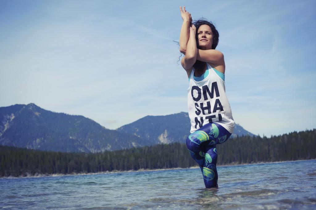 Detox Yoga - Anna Kathalina Langer -Garudasana Eagle Pose - Conny Marshaus Photography