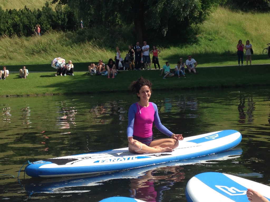 SUP Yoga Roxy Island Munich Mash Olympiapark München #runsupyoga