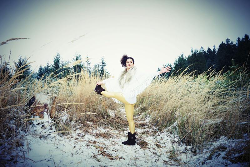 Anna Kathalina Langer Yoga - Parivrtta Utthita Hasta Padangusthasana Revolved Standing Big Toe Pose - Conny Marshaus Photography - Detox Yoga Munich
