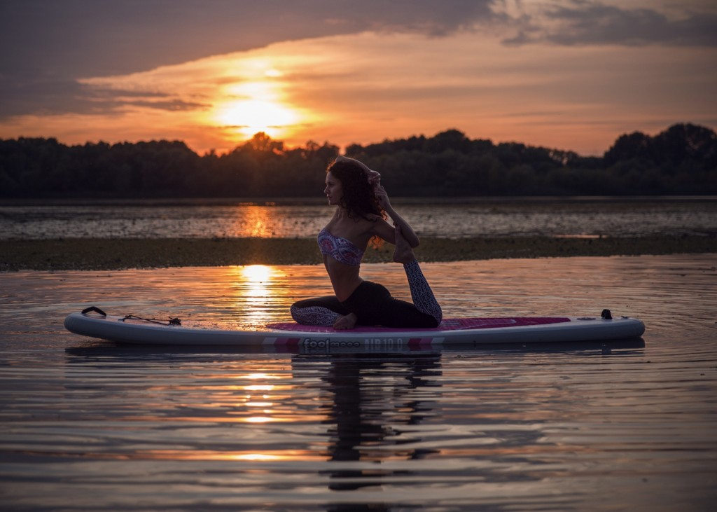 SUP Yoga Camp Italien - Sunset Yoga - Alex Pohl Photography - Anna Kathalina Langer