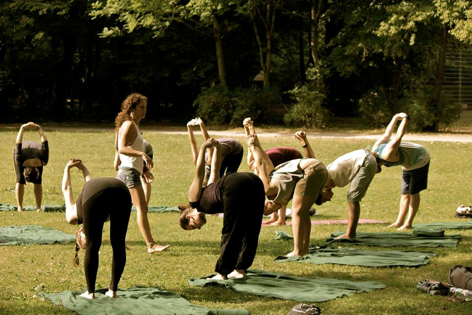 Teaching a free yoga class at Surf Skate Festival Munich in the English Garden 2013, Yoga for Surfers, Uttanasana Variation Shoulder Stretch, Outdoor Yoga
