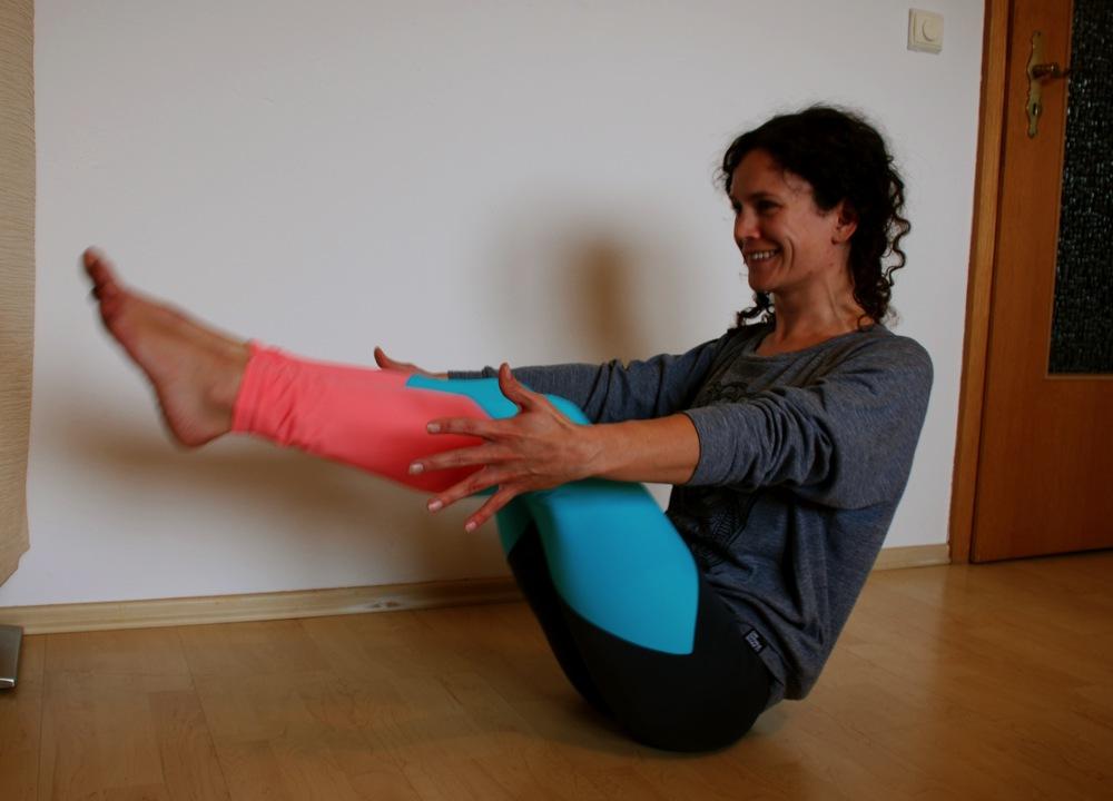 Surf Yoga Flow - Ardha Navasana
