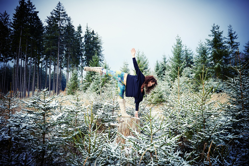 Wintersport Yoga - Home Practice - ArdhaChandrasana