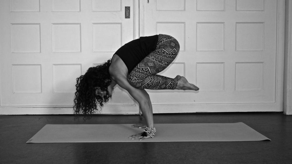 Bakasana, Crow Pose, Krähe, Yoga Asana Explained, how to, yoga teacher, Anna Kathalina Langer, Schwabinger Yogaloft, Körper und Geist, München