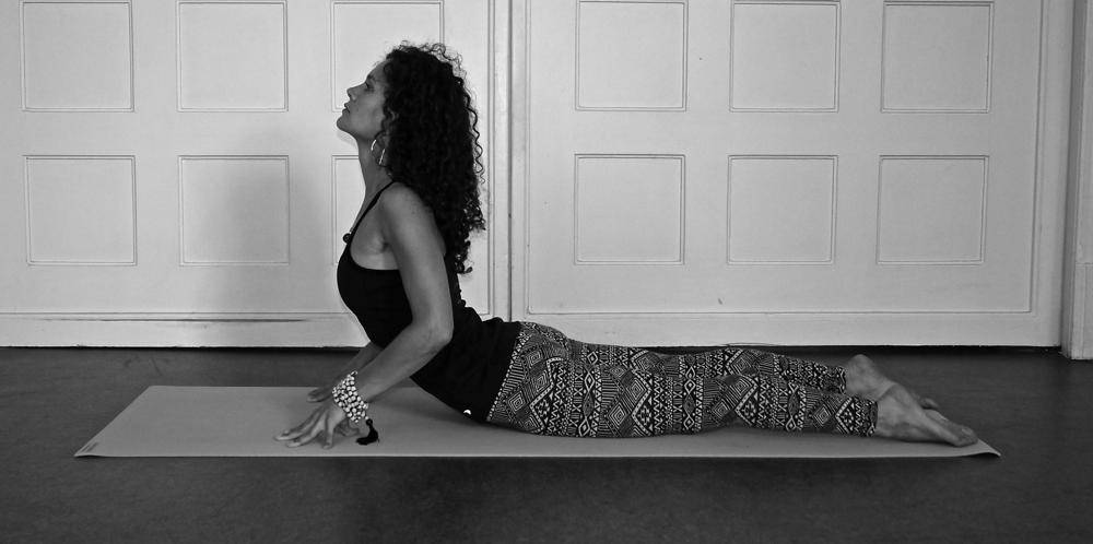 Sahaja Bhujangasana, Cobra Pose, Kobra, Yoga Asana Explained, how to, yoga teacher, Anna Kathalina Langer, Schwabinger Yogaloft, Körper und Geist, München