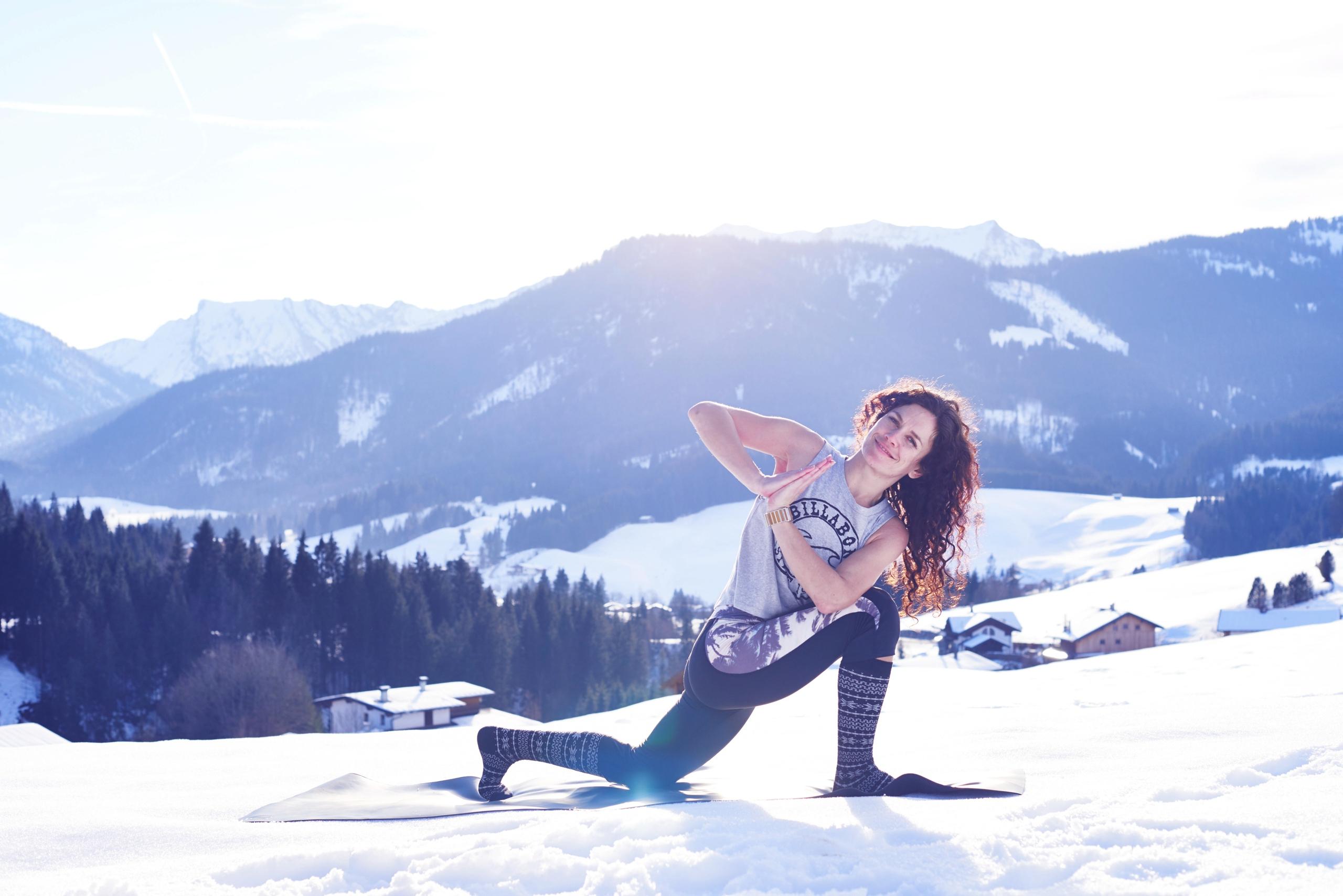 Anna-Kathalina-Langer-Snowga-Snoga-Yoga-Apres-Ski-Yoga-Conny-Marshaus-Photography-Billabong
